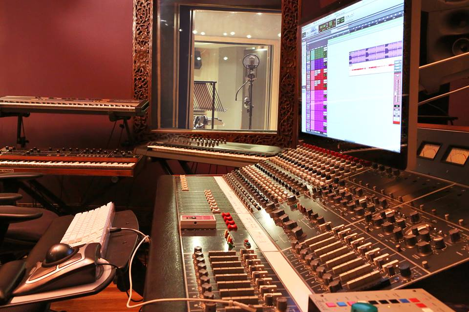 How To Build An Awesome (Cheap) DIY Vocal Recording Booth
